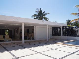 HOUSE IN FRONT OF THE OCEAN IN PARADISE, Telchac Puerto