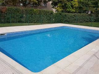 Appt 2 chambres, jardin, piscine et garage, Puyricard