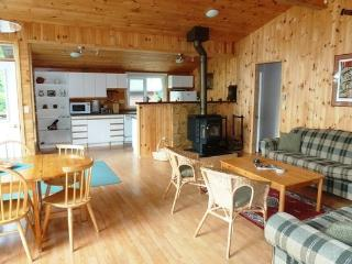 Private Cottage in Quiet Bay, Mactier