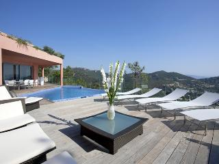 JdV Holidays Villa Heliantheme, contemporary style & fantastic sea views