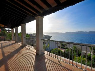 Big Villa with Incredible Sea View, Mal Pas