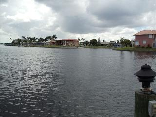 Close to Beaches & Incredible Waterfront Views, Cape Coral