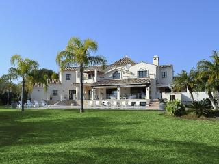LARGE, LUXURIOUS & IMMACULATE VILLA