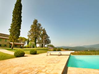 Fonticchio: luxury, infinity pool, great views.