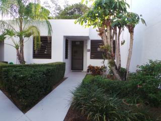 Private condo in serene setting  beach and bay, Longboat Key