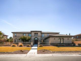 Luxurious Mansion with Pool & Spa, Las Vegas