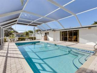 Peaceful Paradise, Private Heated Pool, Boat Deck, 3 bedrooms, Fort Myers Beach