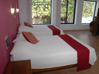 Aries y Libra - Big room with 2 double beds, Merida