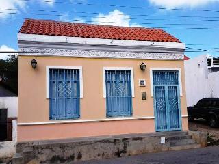 The yellow house in Zaragoza, Pampatar