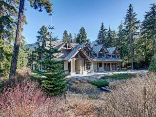 Jordans Pointe Estate, Sleeps 12, Whistler