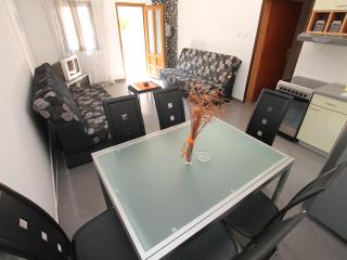 VILLA SANDRA PETROVAC - APARTMENT WITH ONE BEDROOM, Petrovac