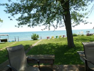Sunset Bay Cottage on shores of Lake Erie, Port Colborne