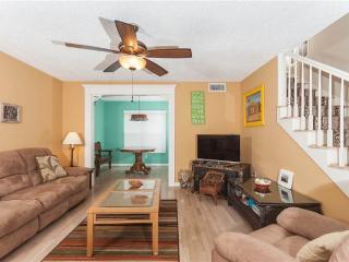 Beach Bungalow, 4 Bedrooms, Sleeps 8, Steps to the Beach, Palm Coast