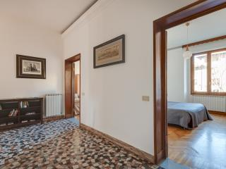 Florence Central 2 bedroom apartment with garage
