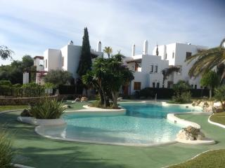 4 Bedroom House on family complex next to beach, Cala d'Or