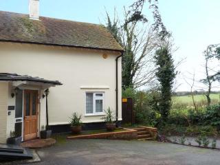 YEW TREE detached, four poster bed, en-suite, pet-friendly, WiFi, in Barfreston,