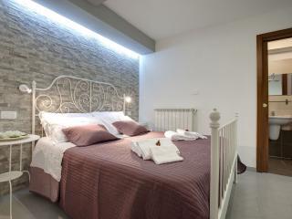 Risveglio in Piazza Santa Croce apartment in Santa Croce with WiFi.