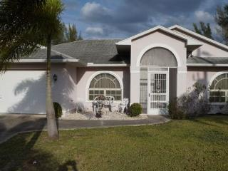 ^^^Villa Calm Waters ~ Sleeps 6 Canal Home~BOOK Today Low Rates $85 per Night^^^, Cape Coral