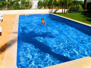 2 bedroom apartment with swimming pool and garden, Portimao