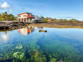 Quiet & Surreal 2BR Oceanfront Kapoho House by WaiOpae Tidepools Sanctuary w/ WiFi, Spacious Private Deck & Spectacular Ocean Views - Excellent for Snorkeling & Exploring!