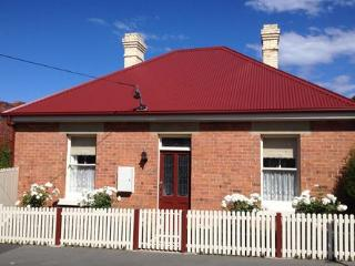 Lefroy Cottage. Hobart Visitor Accommodation.