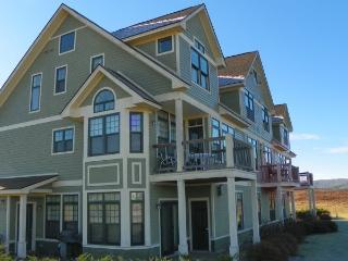 Beautiful Townhome with Fantastic Mountain Views - Waterville, Loon and Cannon Mtn. ALL Nearby, Campton
