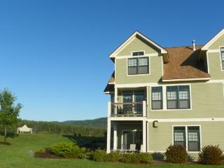 Great Golf Resort Condo sleeping 10 and close to club house. Amazing Views!, Campton