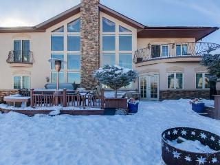 Dog-friendly home on Golf Course w/ Mountain Views, hot tub, and shared pool, Gypsum