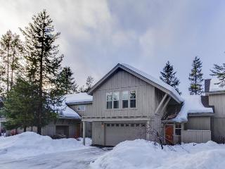 3BR w/ private hot tub, gas grill, and SHARC access, Sunriver