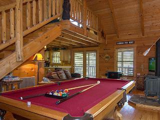 Country Dreams Log Cabin.Beautiful 1 BR Cabin, Gatlinburg