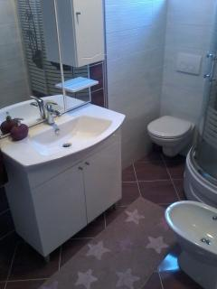 A2Lile (2+2): bathroom with toilet