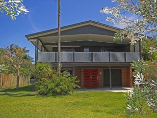 Red Door Beach House - Marcoola Beach - NEW LISTING PET FRIENDLY