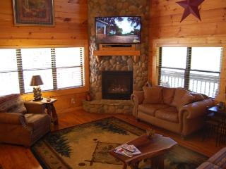Hillbilly Hotel  3 BR, Luxury Log cabin, Pigeon Forge