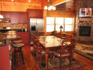 Hillbilly Hotel  3 BR, Luxury Log cabin