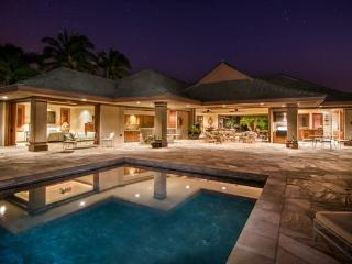 Spacious Luxury Estate+Courtyard+Indoor/Outdoor Living+Pool&Patio+Central Locale, Haiku