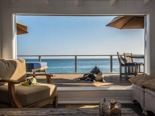 Beautiful Shabby Chic Beach House - Private Beach, Malibú