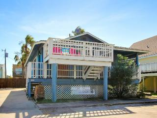 Beautiful home w/pool - quiet but still close to the beach!, South Padre Island