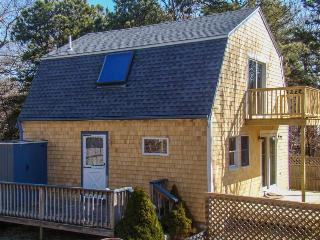 Islander style guest home, w/ amenities & prime location!, Vineyard Haven