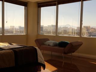 Luxury 2BR/2BTH PENTHOUSE Panoramic STRIP View !, Las Vegas