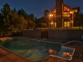 Large Blue Ridge Cabin with great mountain views and a POOL, Mineral Bluff