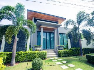 3 BdR Baan Bua Villas near Naiharn Beach