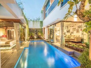 Thyke, Luxury 3 BR Villa, Central Seminyak