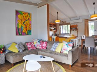 CHA CHA - PET FRIENDLY & ONLY A MINUTE WALK TO THE BEACH!, Inverloch