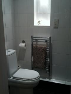 En suite shower room to bedroom 2.