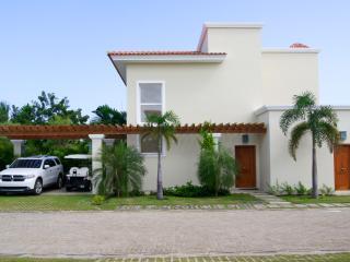 Facade of the villa.
