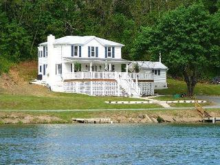 A Exquisite River Paradise-Nicely Decorated Home on Riverfront