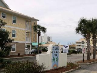 Beachwalk Villas 221, 3BR/2BA beachside condo!  Steps to the beach!!!, Destin