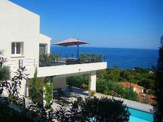 Natalia 193048 villa with airconditioning, elevator, heated pool of 8 x 4 mtr., Ste Maxime