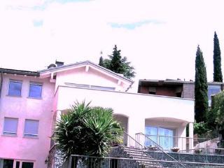 Torbole ,Villa bifamiliare, Appartamento indipendente 80 mq,150 mt dal lago