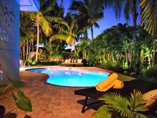Bright and Open Pool Home Steps from the Beach, Lauderdale by the Sea